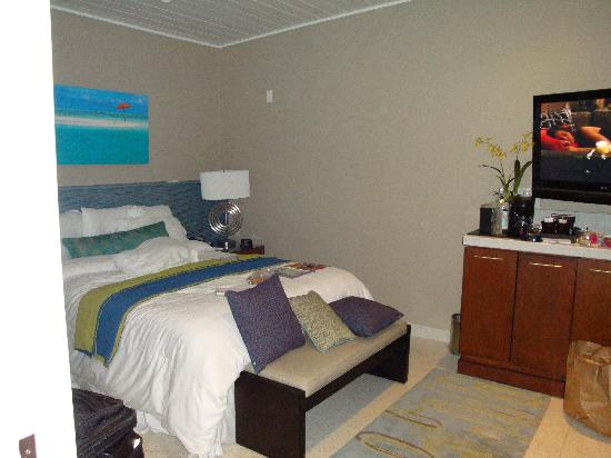 Orchid Key Inn: The beautiful, clean room - just like the pics on their website!