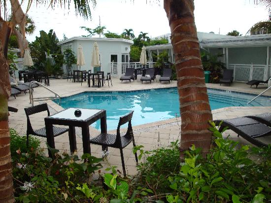 Orchid Key Inn: Secluded, inviting pool