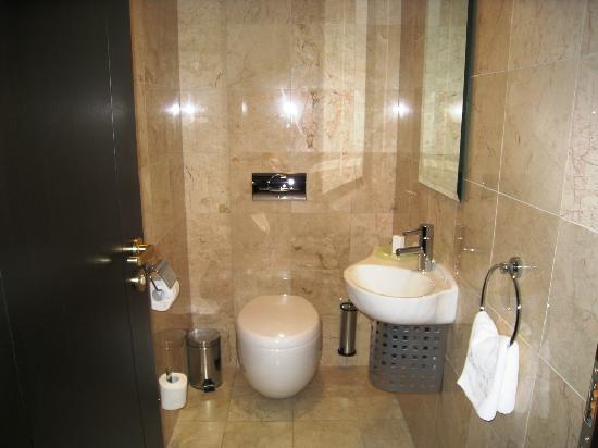Hilton Sibiu: Bathroom #1