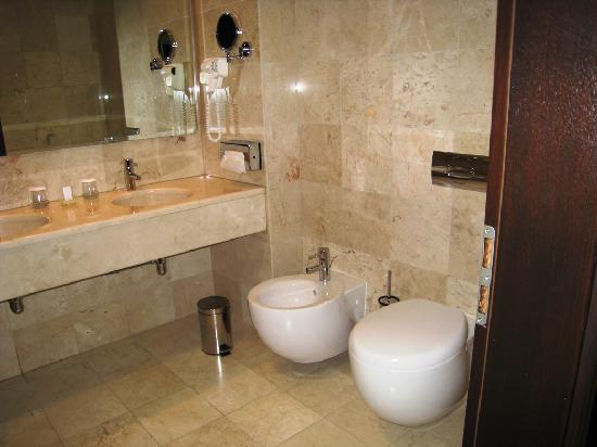 Hilton Sibiu: Bathroom2