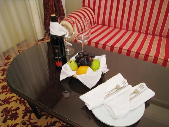 Hilton Sibiu: Welcome fruit basket