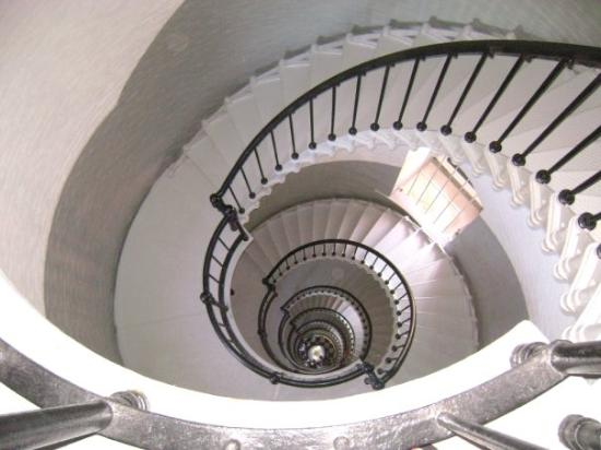 Ponce de Leon Inlet Lighthouse & Museum: Looking down the stairs of the light house