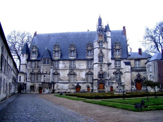 What to do and see in Beauvais, France: The Best Places and Tips