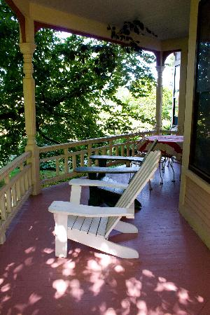 254 South Union Street Guest House: the porch