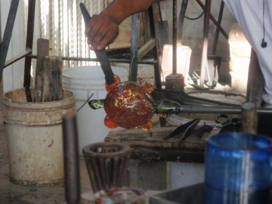The Glass Factory : Making a turtle!