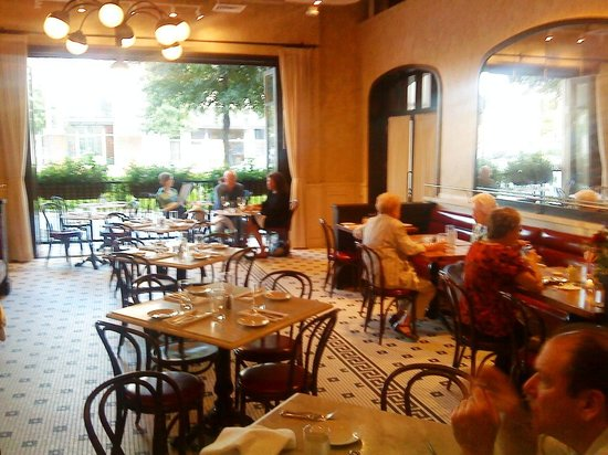Coquette Brasserie: Pretty, Pleasant Atmosphere