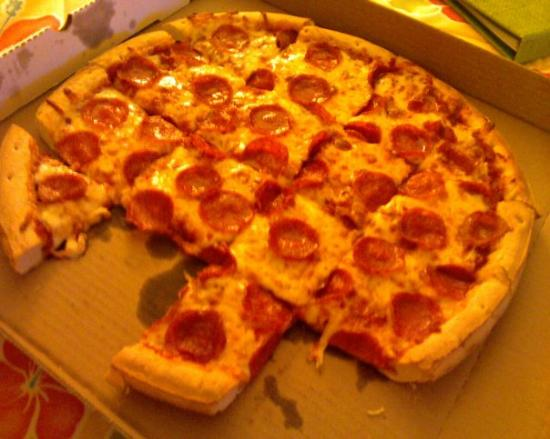 KeyLime Cove Indoor Waterpark Resort: PIZZA!! It was really good!