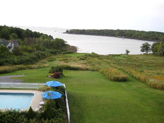 Strawberry Hill Seaside Inn: View from balcony