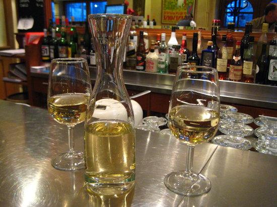 Satigny, Suiza: At the Cafe bar