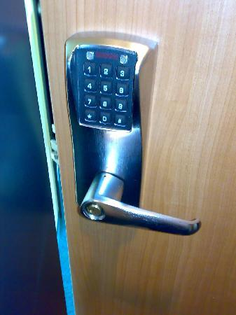B&B Hotel München-Messe: This is one more advantage for me, there is no key for the door, just a six digit code.