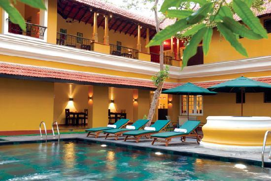 Tea Bungalow: swimming pool