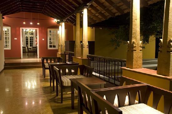 Tea Bungalow: lounge