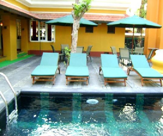 Tea Bungalow: swimmingpool 2