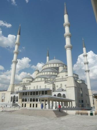 Kocatepe Mosque (Kocatepe Camii): Kocatepe Mosque  This is the largest and most notable mosque in the city. Located in the Kocat