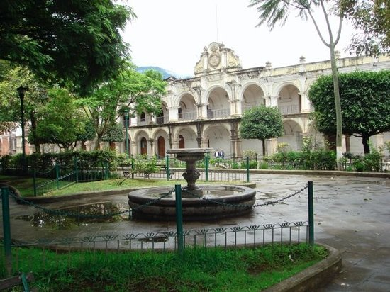 La Plaza (Parque Central): view of the cental park with the one of the churches in the background