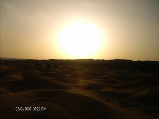 Merzouga, Marokko: Coucher de soleil Sahara