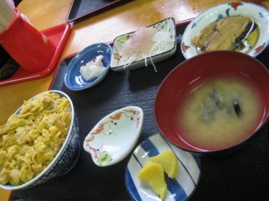 Sai-mura, Japan: 23 May 2009  Uni don (sea urchin on rice) from Nuidou Shokudo