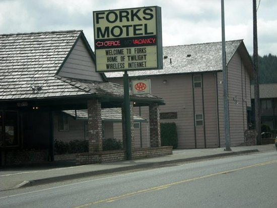 Forks Motel: I loved this sign. The people in Forks were obsessed with Twilight!! It was awesome.