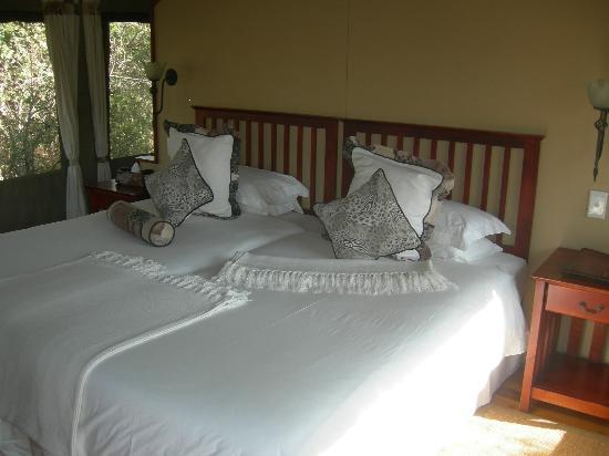 Royal Tree Lodge: Bedroom