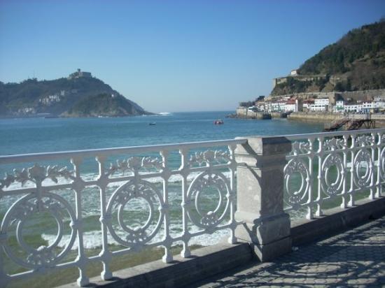 La Concha Beach: Donosti - San Sebastián