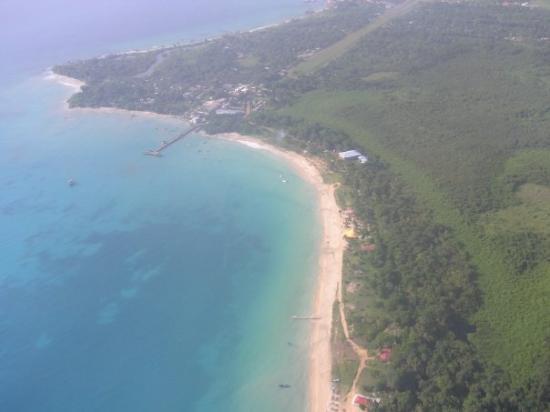 Big Corn Island, นิการากัว: Vista aerea de Corn Island, una pequeña islita del Caribe, preciosa a la par que peligrosa, punt
