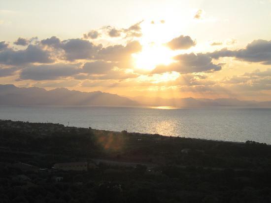Hotel Club Costa Verde : Panorama serale dall'Hotel
