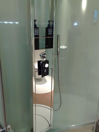 citizenM Amsterdam: Good quality shower