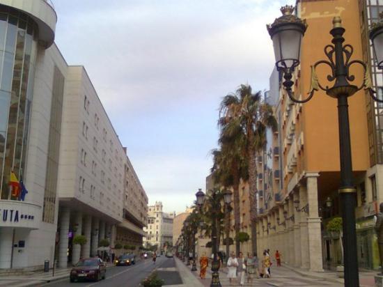 Hotel Ceuta Puerta de Africa: Gran Vía