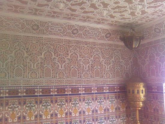 Ceuta, Espagne : detalle techumbre y pared arquitectura árabe Restaurante Oasis