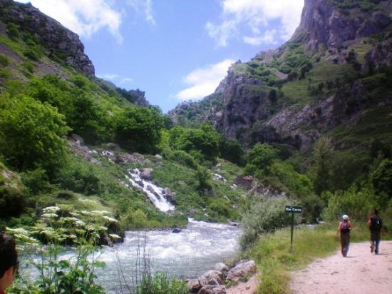 Arenas de Cabrales, España: destino logrado, Caín, fin de la Ruta del Cares
