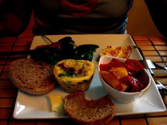 B & B Marie Anne Garnier: Breakfast chez Joane