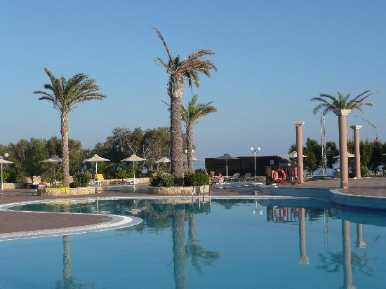Ostria Resort & Spa : L'UNE DES PISCINES D'EAU DE MER