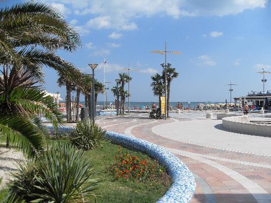 Park Hotel Kursaal: lovely seafront walk