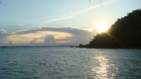 Telunas Beach Resort: Sunset