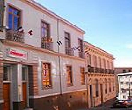 Hotel Da Vinci Valparaiso: Fachada del hotel en calle Urriola