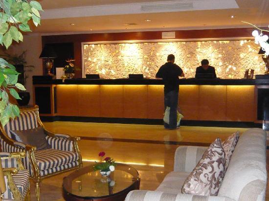 Aston Tropicana Hotel Bandung: The reception area