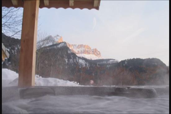 Chalet Calluna : A view of the mountains from the hot tub