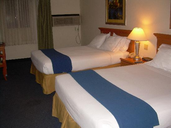Holiday Inn Express Hotel & Suites Corning: Room 114