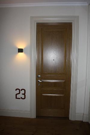 Tomtom Suites: puerta hab