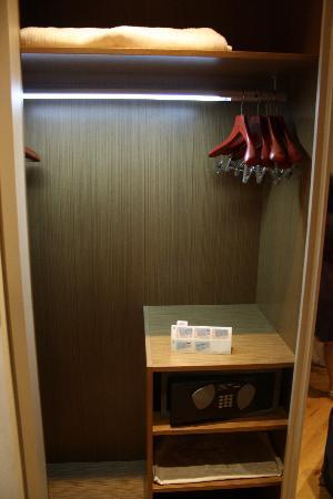 Tomtom Suites: armario + caja fuerte
