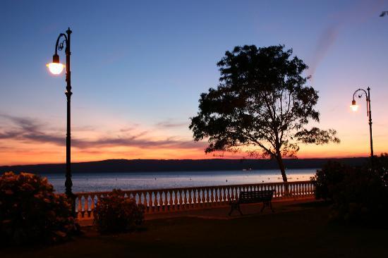 Loriana Park Hotel: Spiaggia al tramonto, di fronte all' albergo