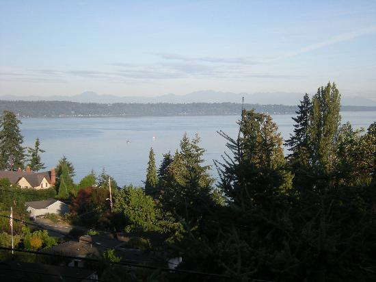 Olympic View Bed and Breakfast Cottage: Puget Sound/Olympic Mountains