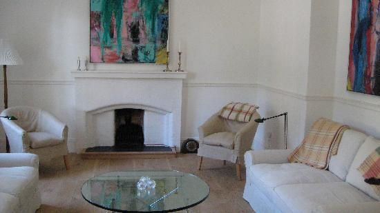 Hillside Hotel: the lounge
