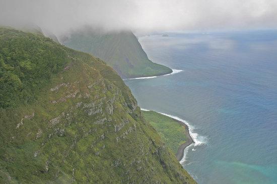 Sunshine Helicopters Maui: Molokai cliffs
