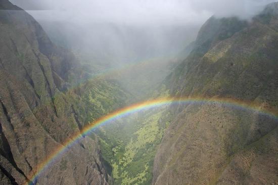 Sunshine Helicopters Maui: Ukumehame rainbow
