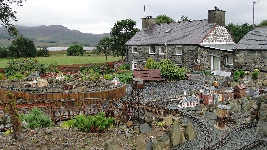 Trawsfynydd, UK: Farmhouse and Model Railway