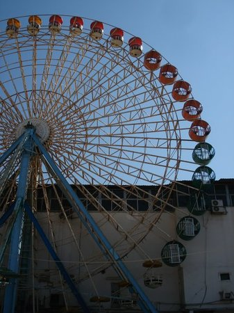 "Beiroet, Libanon: The ""Wheel of Doom!"""