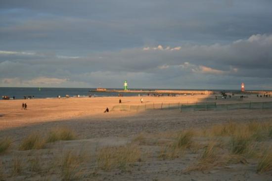 Rostock 39 s beach warnem nde at the christmas days for Warnemunde strand hotel