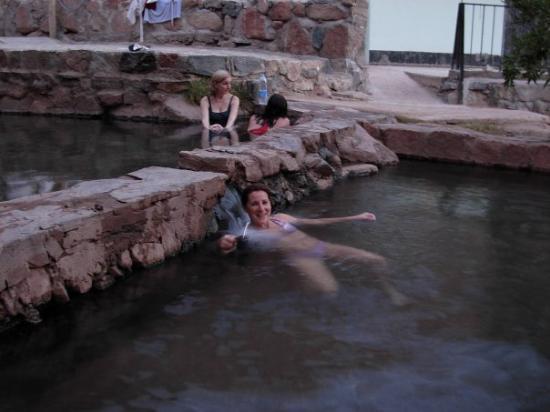 Tinogasta, Argentina: mi sueño...estar relajadita en el agua a 39º de las termas de fiambala..y que te seben unos mate
