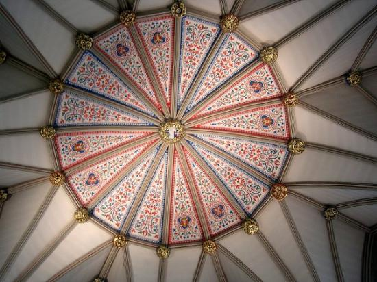 Etonnant vitail picture of york minster york tripadvisor for Plafond cathedrale decoration